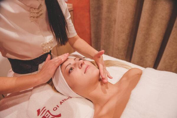 Stangrinantis veido masažas